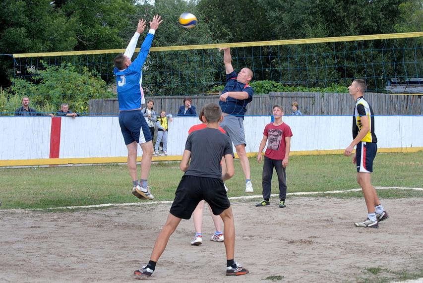 Відзначення Дня Незалежності в Ямполі почали зі спортивних змагань