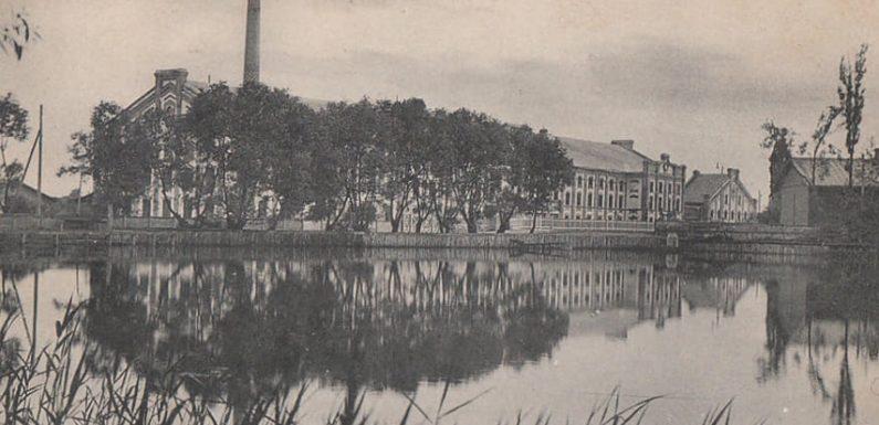 В 1905 році три тисячі селян розграбували Хутір-Михайлівський цукровий завод