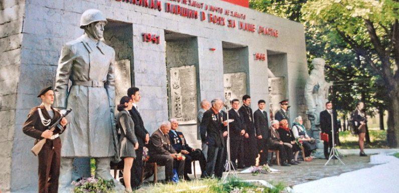 Як в Ямполі відзначали День перемоги 20 років тому