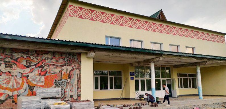 В Дружбі відремонтували ганок міського Палацу культури