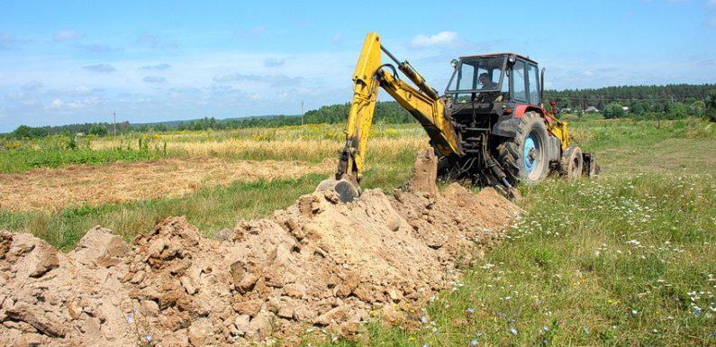 В Ямполі завершили будівництво водогону Шкільною і розпочали нове будівництво