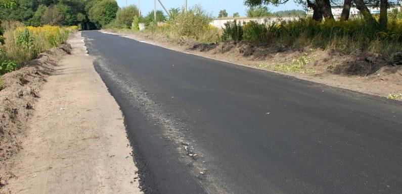 На ділянці дороги від школи №2 до колишньої птахоферми покладуть ще один шар асфальтного покриття
