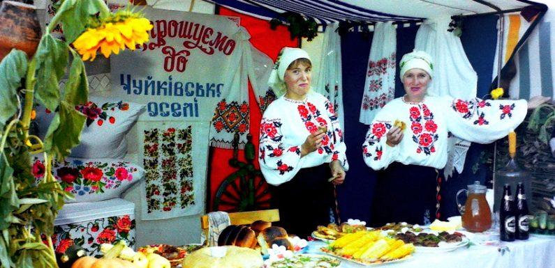 «Хлібосольна Ямпільщина». Як 18 років тому в Ямполі започаткували нову традицію