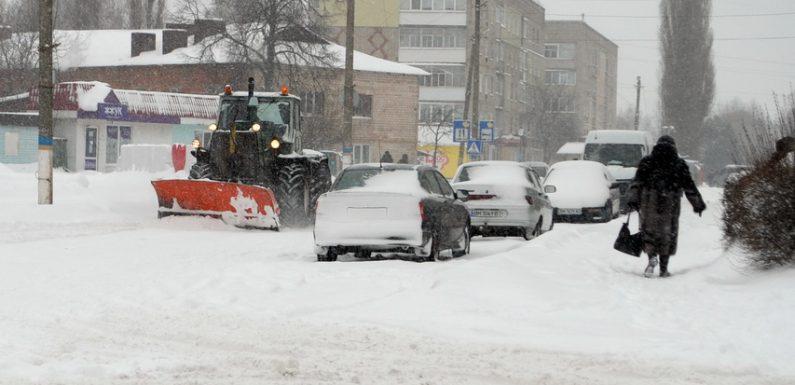 Сніговий колапс на п'ять годин паралізував життя Ямполя