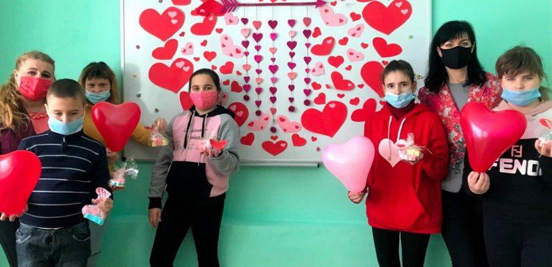 В Ямполі діти робили подарунки з мила