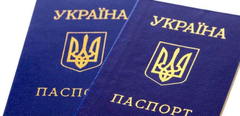 Ямпільчанка через суд добилась права користуватись паспортом у формі книжечки