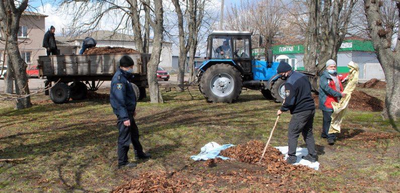 Ямпільчани вийшли на прибирання селища