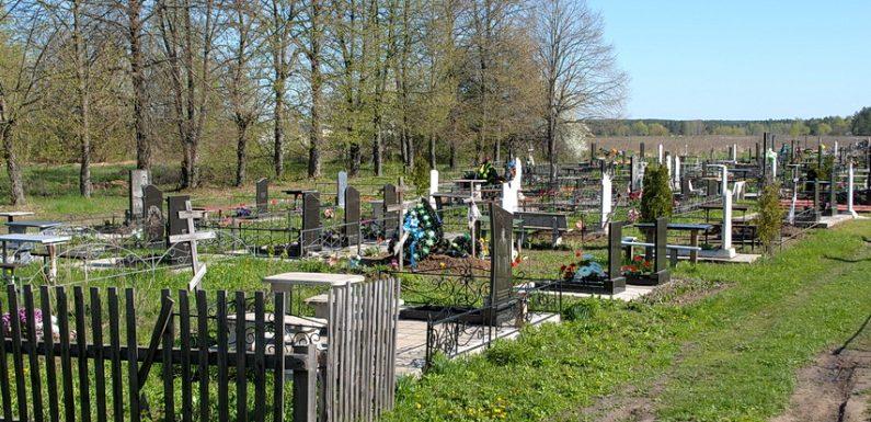 Завтра ямпільські цвинтарі зустрічатимуть людей горами невивезеного сміття