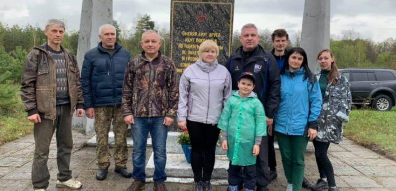 Опозиціонери відновлюють на Ямпільщині і приводять до ладу пам'ятники полеглим воїнам
