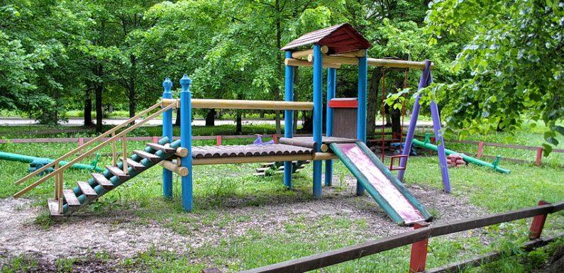 Як виглядають ямпільські дитячі майданчики напередодні Міжнародного дня захисту дітей