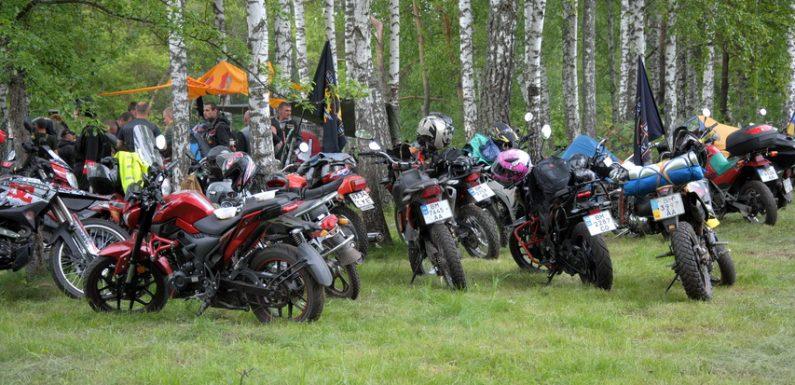 Рок, намети, мотоцикли: на околиці Ямполя продовжується масштабний мотозліт
