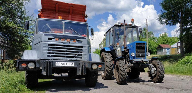 В Ямполі по вулиці Бондарівка триває ямковий ремонт дороги