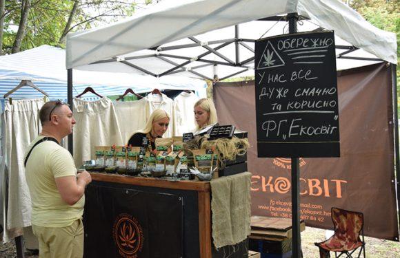 Ямпільчани представили свою продукцію на фестивалі коноплярства