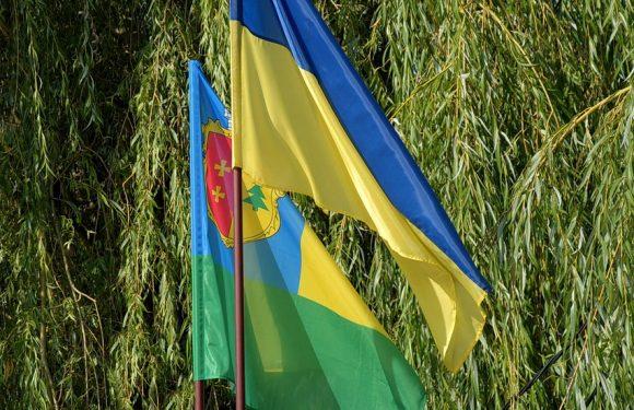 Населення Ямпільської громади складає 8153 чоловік, понад 53% з них проживає в Ямполі