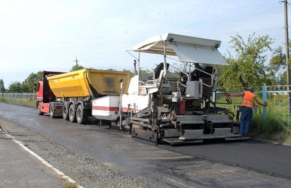 В Ямполі ремонтують ділянку дороги по вулиці Ботанічна (фоторепортаж)