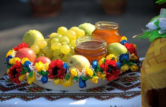 В Ямполі відзначають Яблучний Спас (фоторепортаж)
