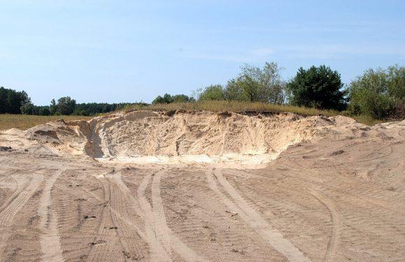 В селищній раді стверджують, що пісок з нового кар'єру наприкінці вулиці Шкільна не вивозився за межі Ямполя