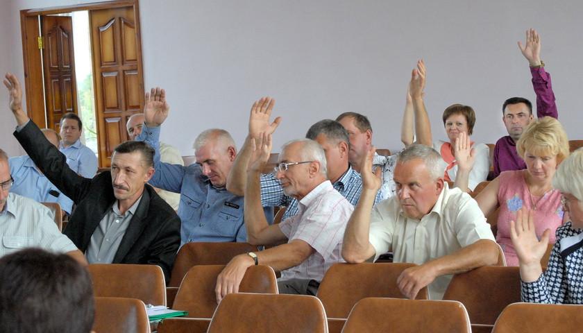 Ямпільська районна рада  виділила 315 тисяч гривень на заробітну плату працівникам адміністрації