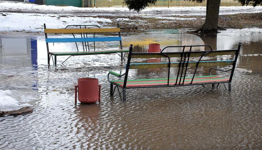 Центральний парк Ямполя знову затопила тала вода