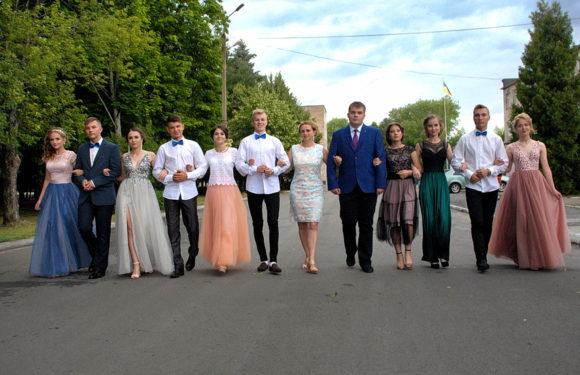 В Ямполі випускники попрощались з рідною школою