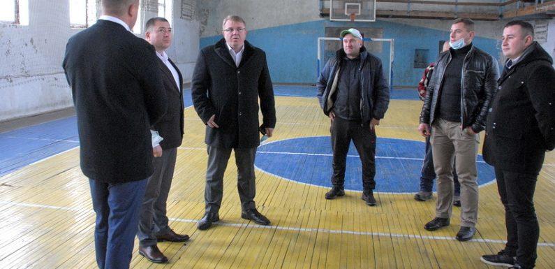 Облдержадміністрація розглядає можливість виділення фінансування на ремонт спортивного комплексу в Ямполі