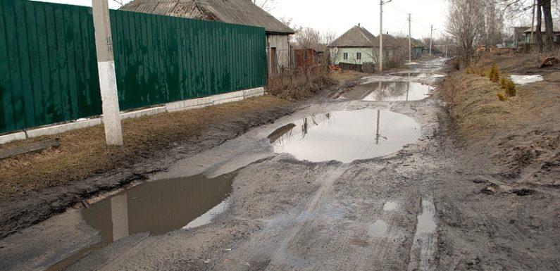 В Ямполі на грейдування ґрунтових доріг виділили 50 тисяч гривень, на ремонт доріг з твердим покриттям коштів немає
