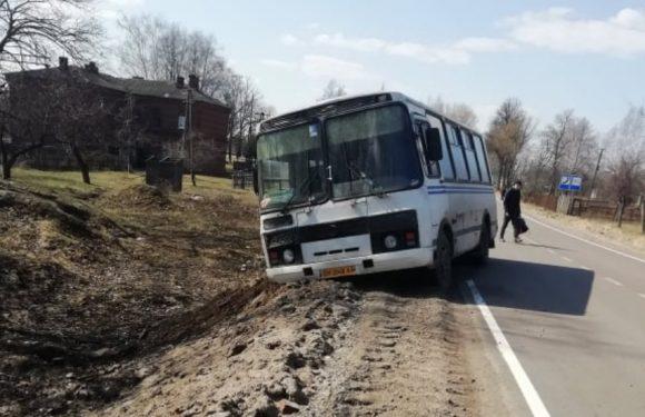 На дорозі Шостка-Ямпіль на недобудоване узбіччя злетів пасажирський автобус
