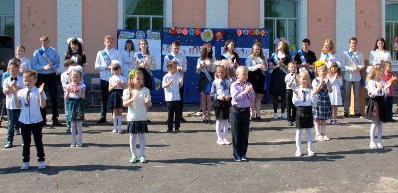 В Ямпільській школі №1 відбулось свято з нагоди завершення навчального року