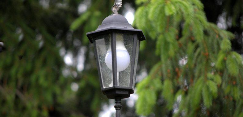 В ямпільському парку 50-ти річчя Перемоги замінили лампи в паркових ліхтарях