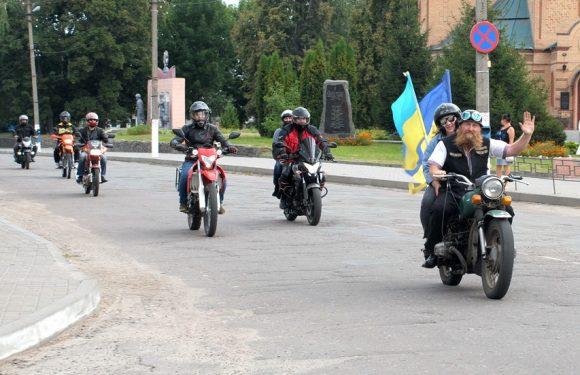 В Ямполі відбувся мотопробіг з державною символікою