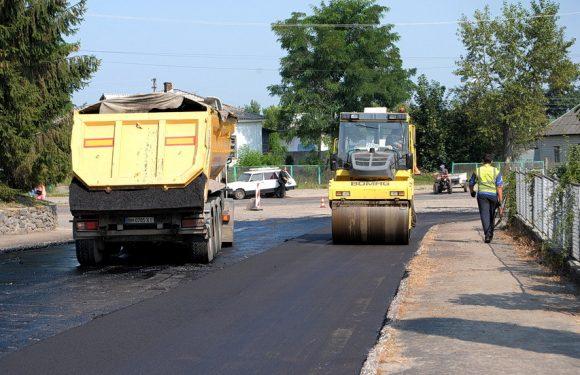 В Ямполі за кошти обласного бюджету ремонтують дорогу до автостанції