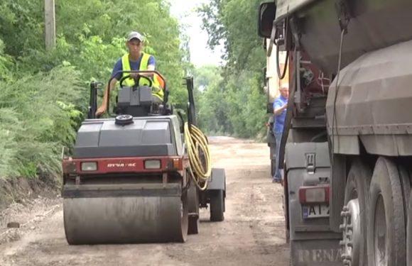 Між Шатрищами та Вовною тривають роботи з ремонту ділянки дороги