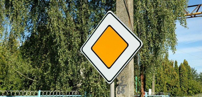 В Ямполі встановили нові дорожні знаки