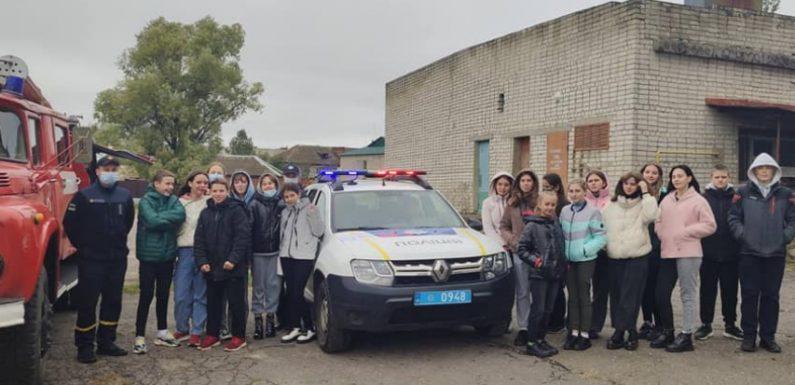 Ямпільських школярів ознайомили з роботою поліцейських та рятувальників